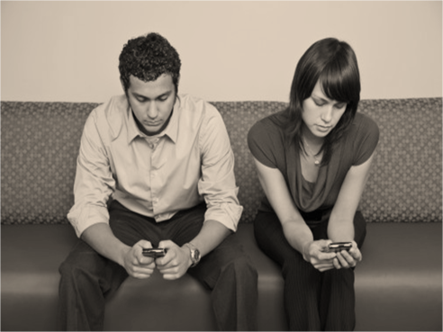 2-people-texting